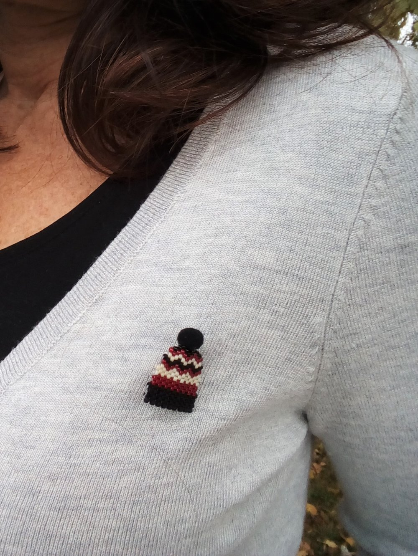 """KIT Perles Miyuki 2 accessoires : broche et porte clés """"bonnet mode"""" tissage à l'aiguille"""