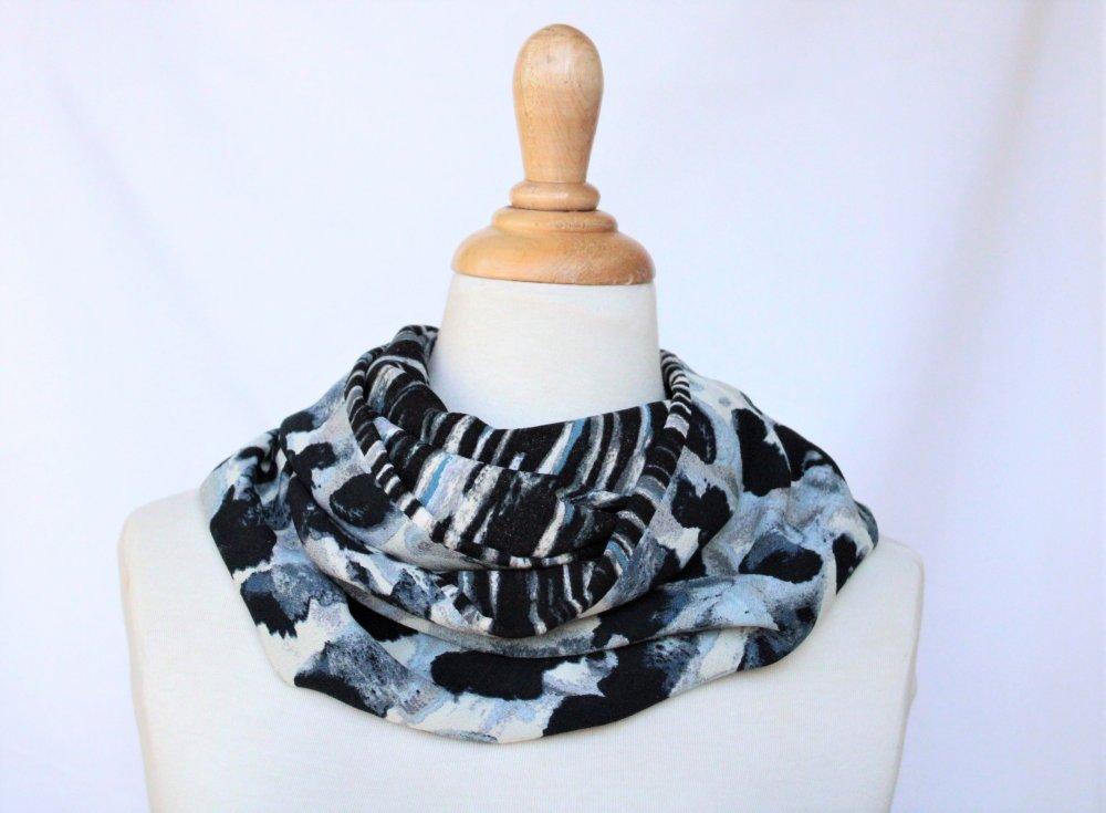 Foulard tube Infinity bleu marine et jean motifs aquarelle camaieu de bleus