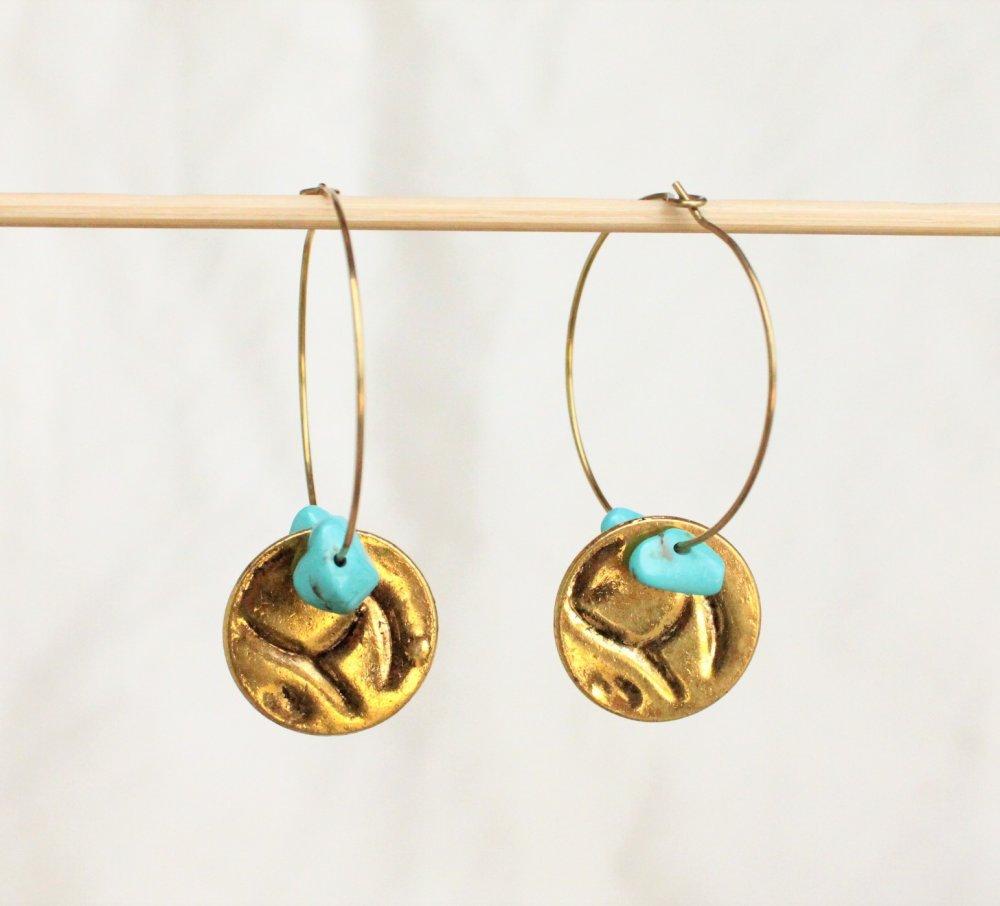 créoles médaille dorée gemmes chips turquoise