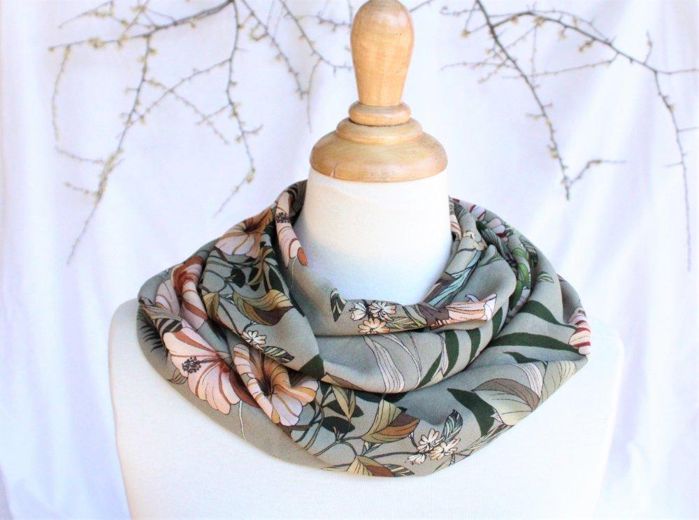 Foulard tube circulaire Infinity fleurs exotiques kaki fête des mères