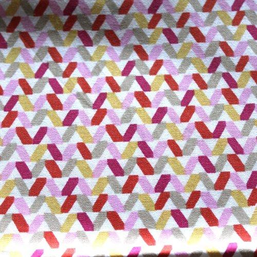 Coupon tissu graphique rose 50x70 cm