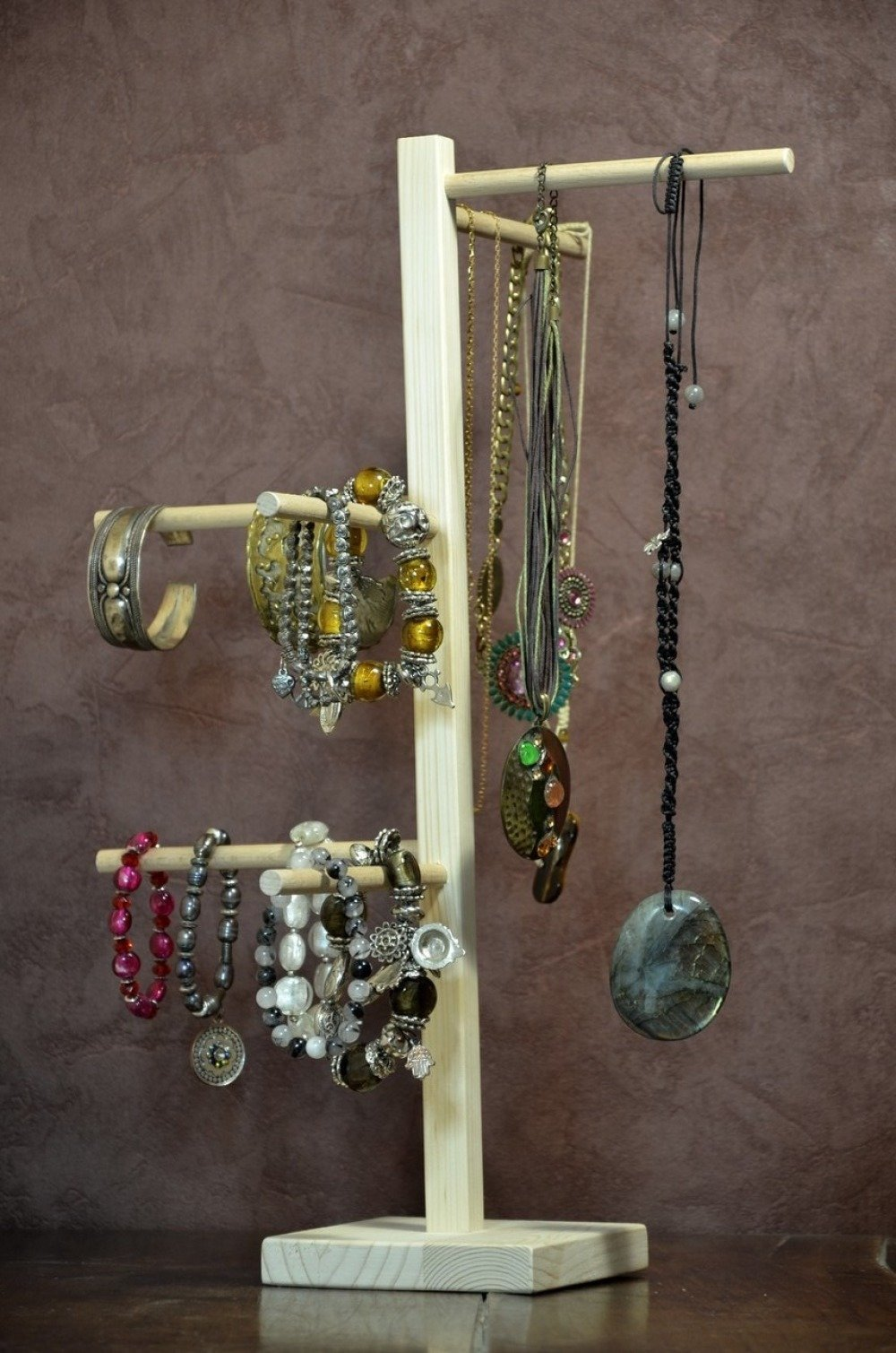 présentoir à bijoux, colliers et bracelets