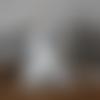 Coussin de porte mangeoire à oiseaux en tissu gris et blanc dentelle et nœud en satin