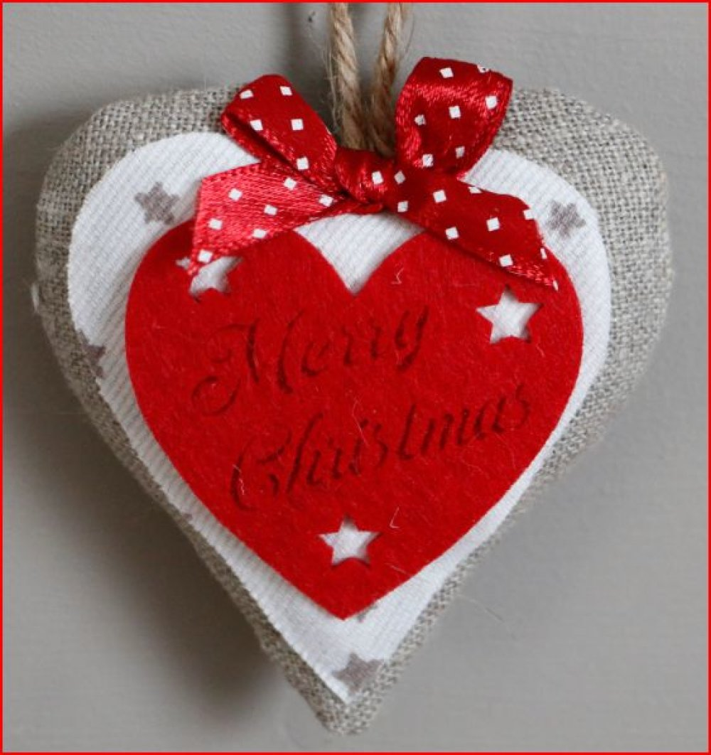 coeur en tissu écru et blanc au noeud rouge et décoration en feutrine rouge lot de 2