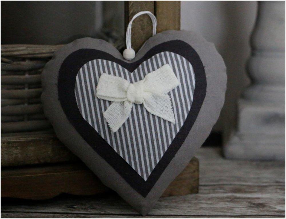 """Coeur en tissu gris clair et foncé et gris et blanc rayé noeud en lin écru""""collection romantique"""""""