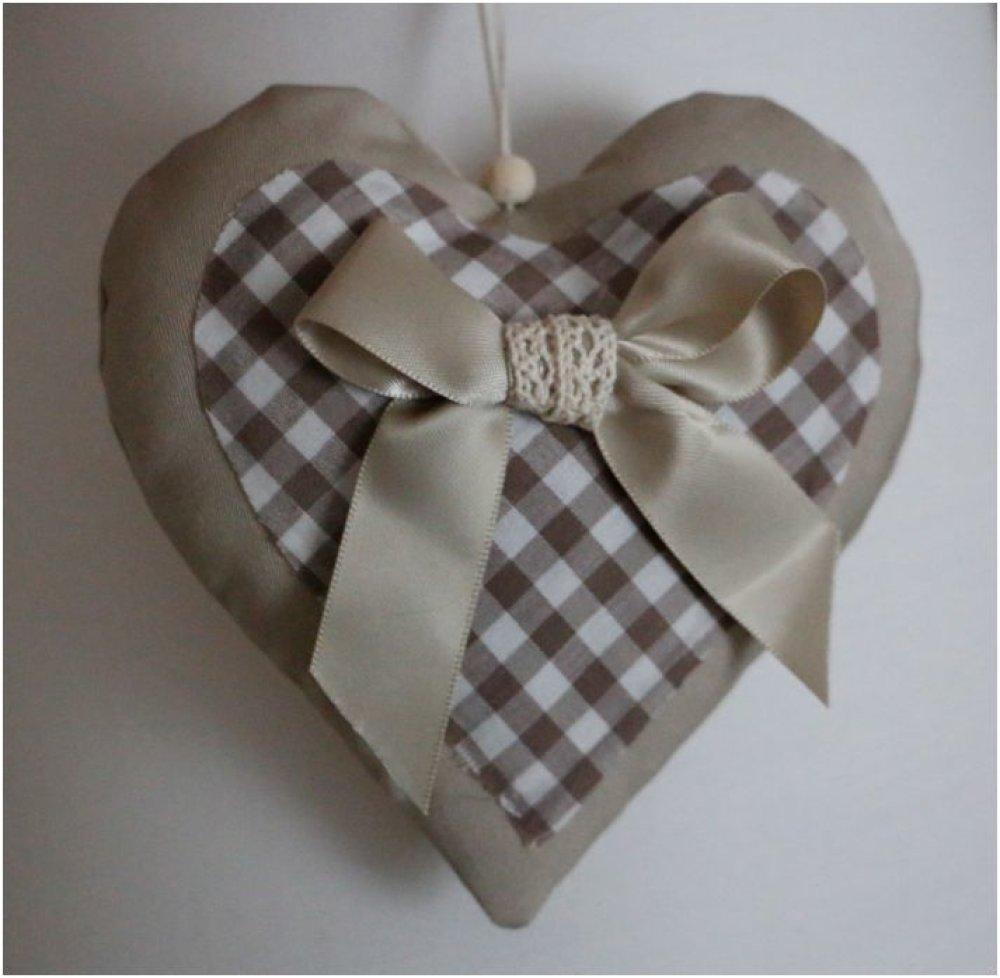 """Coeur en tissu beige clair et vichy marron et blanc noeud en satin et dentelle""""collection romantique"""""""