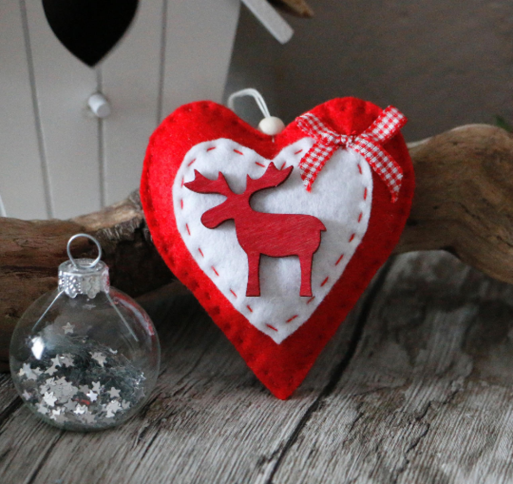 décoration de noël coeur en feutrine a suspendre