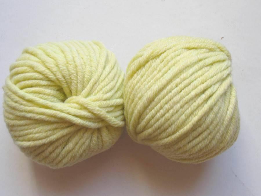 5 pelotes  Laine jauneTextiles De La Marque