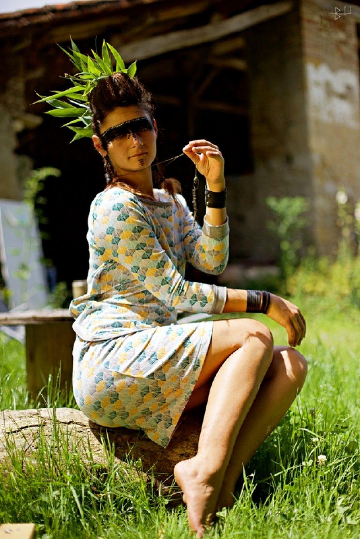 T-shirt original dos-nu femme à manches 3/4 motif feuilles de ginkgo biloba