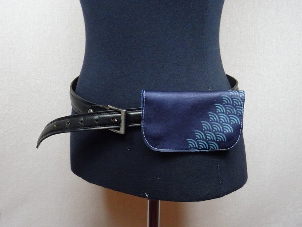 Blague à Tabac ceinture cuir bleu métallisé motif japonais seigaiha