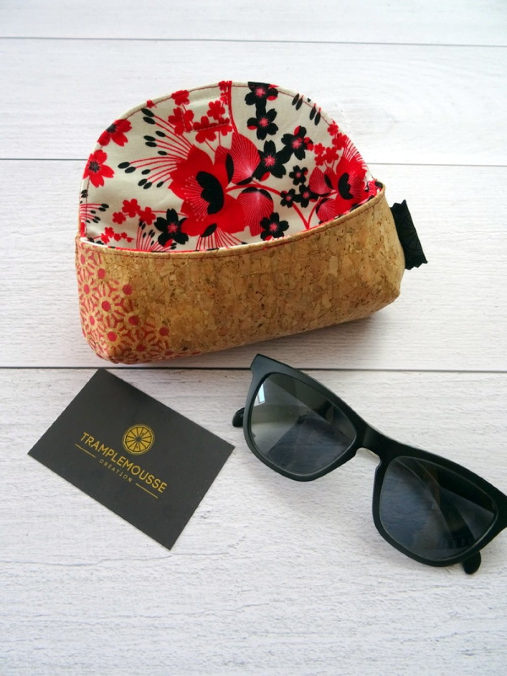 Étui à lunettes en liège et motif Japonnais et fleurs rouges