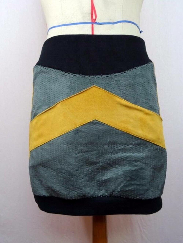 jupe originale en suédine grise à écailles et jaune