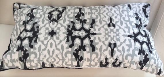 Housse coussin blanc et noir rectangulaire