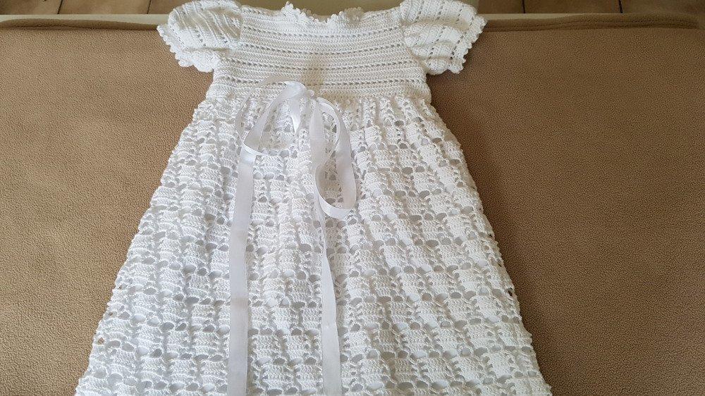 Robe de baptême blanche au crochet