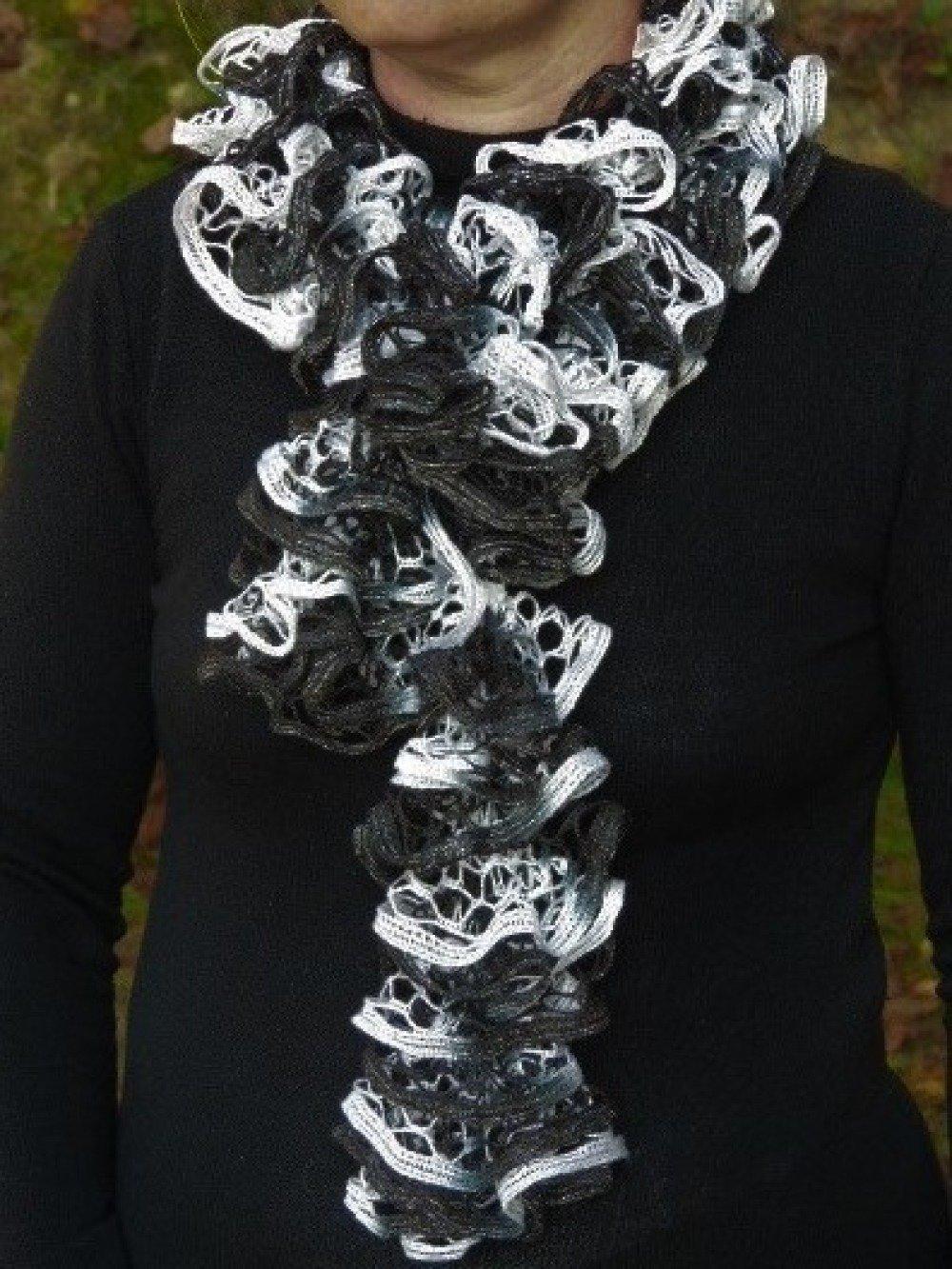 Echarpe femme noire & blanche pailletée argenté