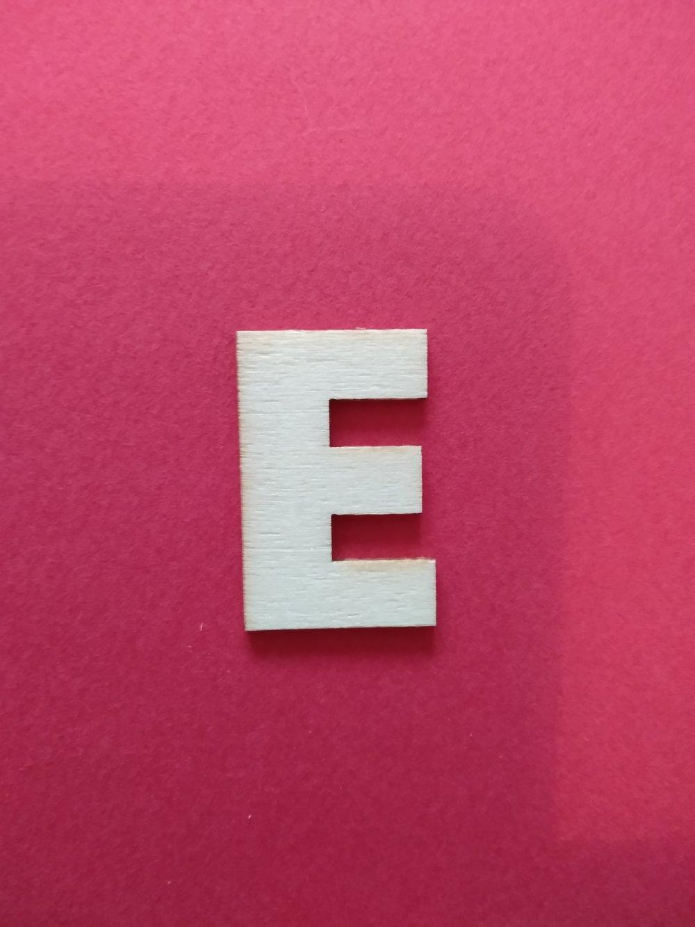 "lettre en bois - ""E"" n°2"