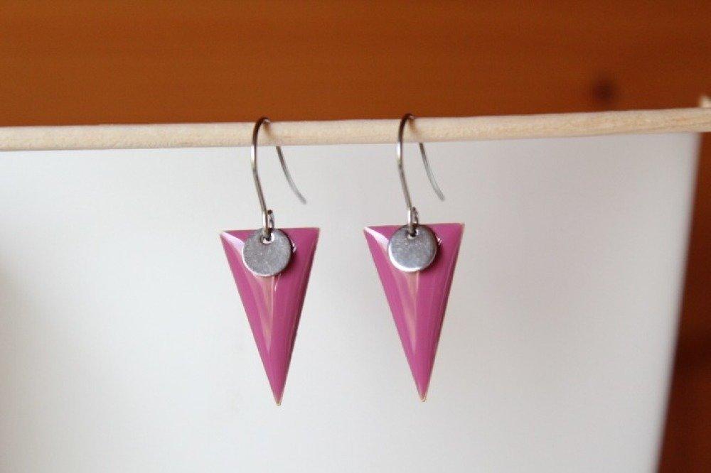 boucles d'oreilles sequin émaillé triangle rose foncé