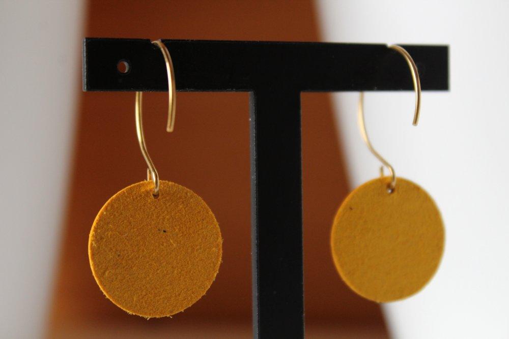 boucles d'oreille cuir jaune moutarde et kaki, cuir d'agneau, feuille filigrane, bijou minimaliste, idée cadeau, anniversaire, noël