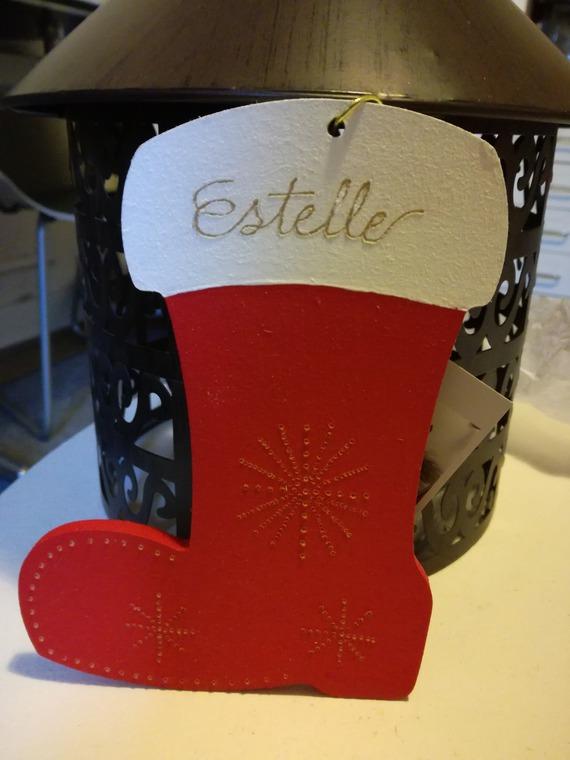 Botte en bois de 15 cm personnalisable peinte à la main - Gravure d'un prénom et décorations de Noël