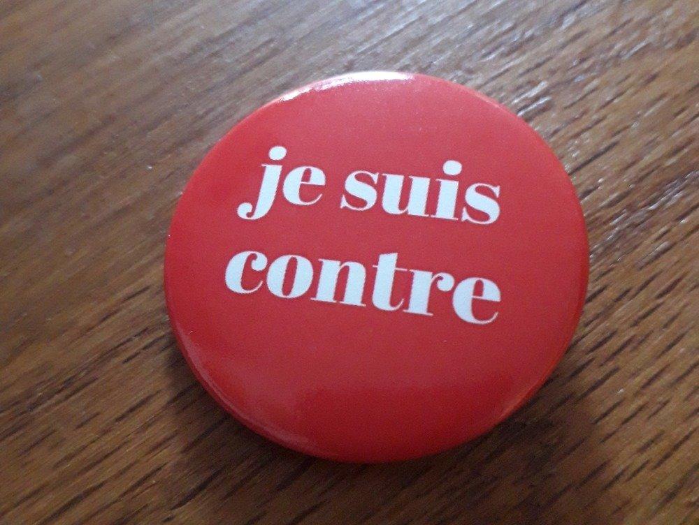 Badge contestataire