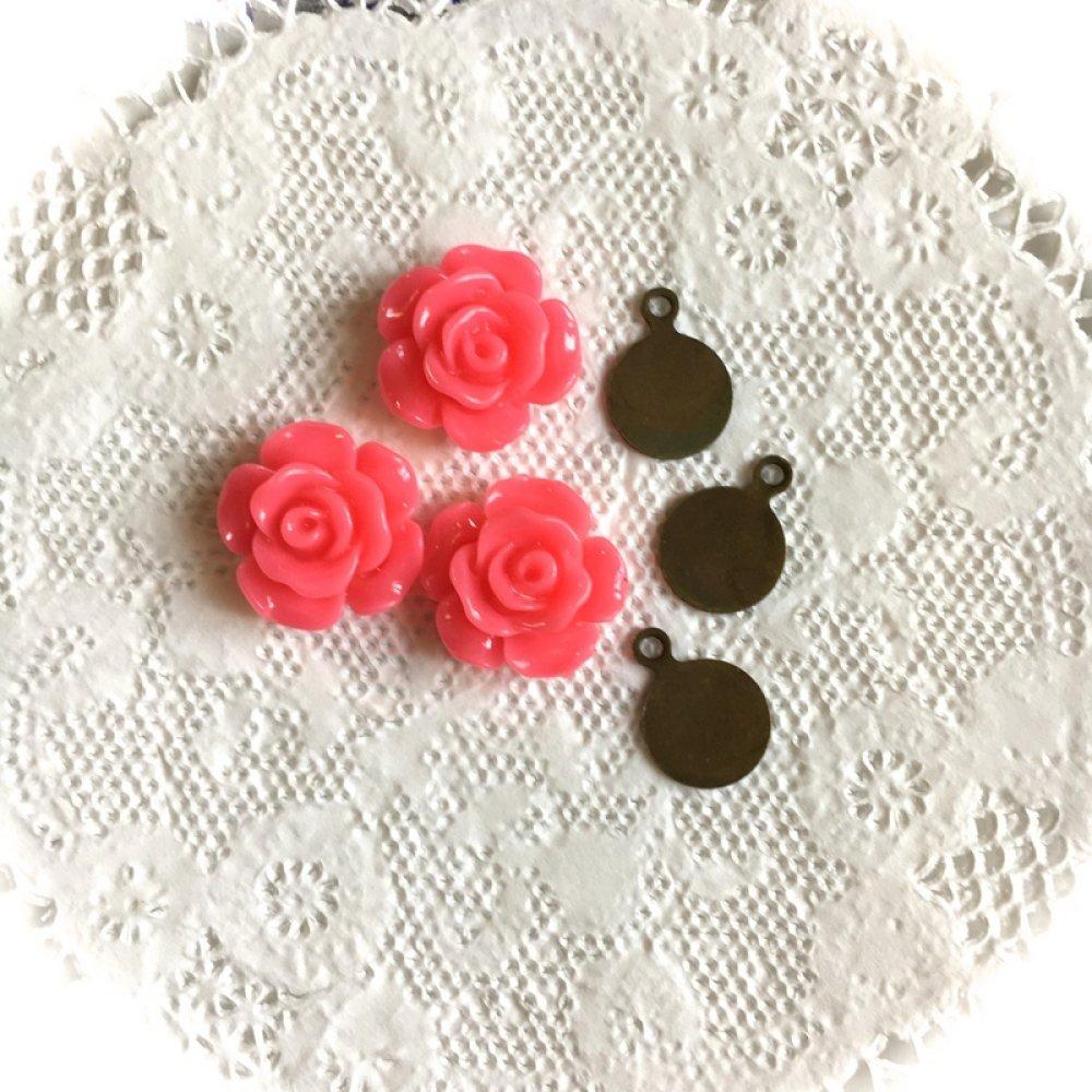 3 cabochons roses en résine