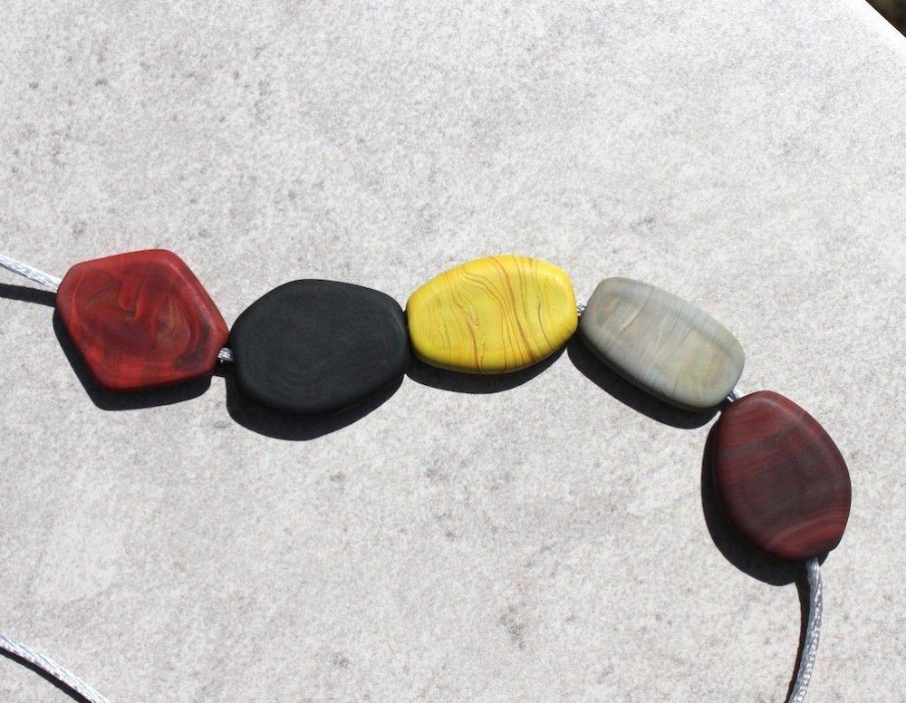 Palets mats de verre filé à la flamme marron, gris, noir, pistache, grandes perles plates