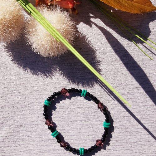 Bracelet élastique en perles rondes et perles heishis noir vert et violet