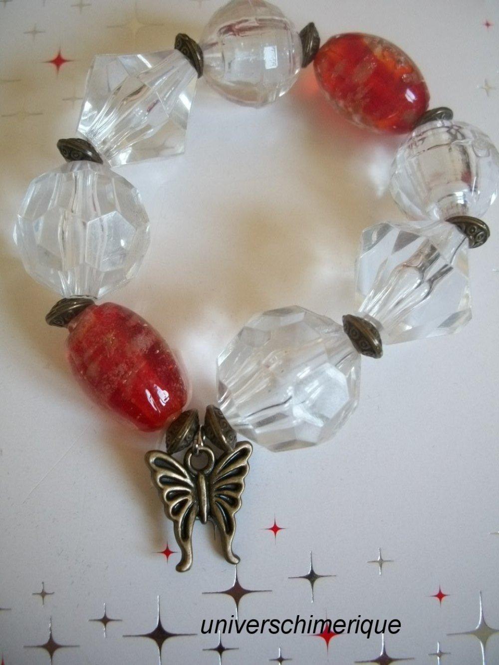 Bracelet perles à facettes transparente perles murano rouge breloque papillon