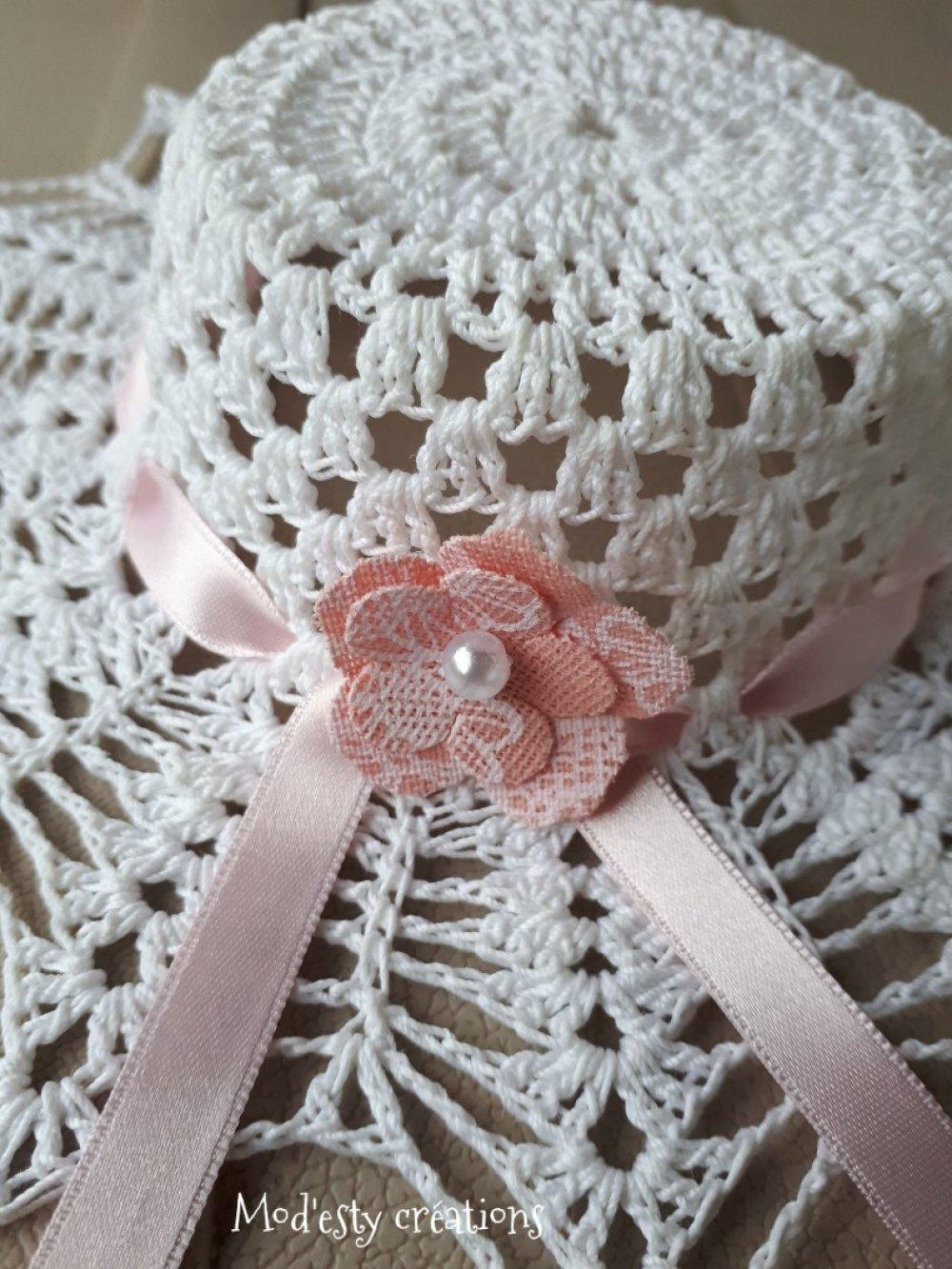 Petit chapeau décoratif au crochet