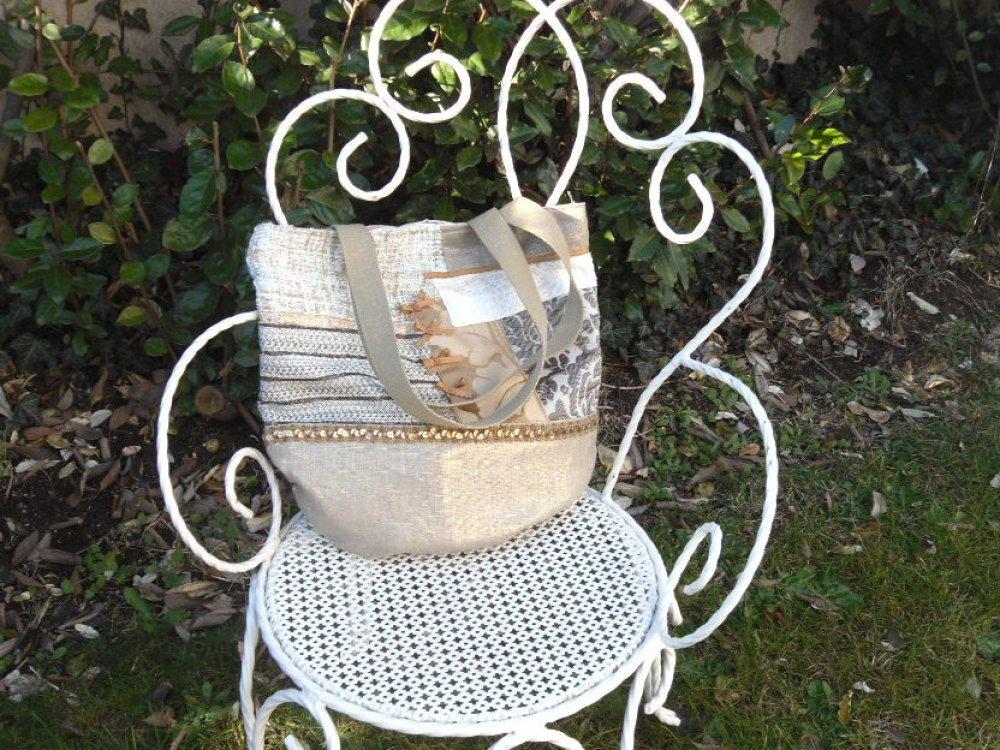 Sac à main / cabas / porté épaule / tissu / patchwork / Style romantique .