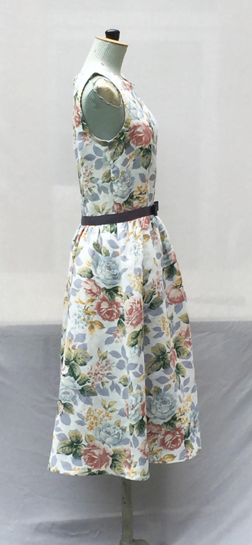 Robe bleu pale et rose à fleurs en lin - longueur midimidi - Fait main - Made in France