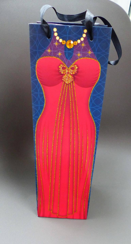 sac emballage cadeau pour bouteille robe de soirée paillette et collier en perles