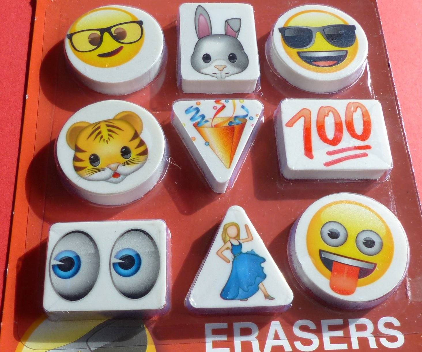 9 gommes emoji emoticones triangle rond rectangle erasers the iconic brand smiley