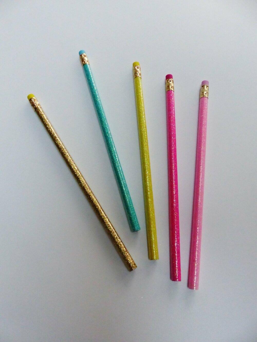 5 crayons à papier bois paillettes avec gomme arc en ciel jaune bleu vert rose or doré crayon de bois pailleté