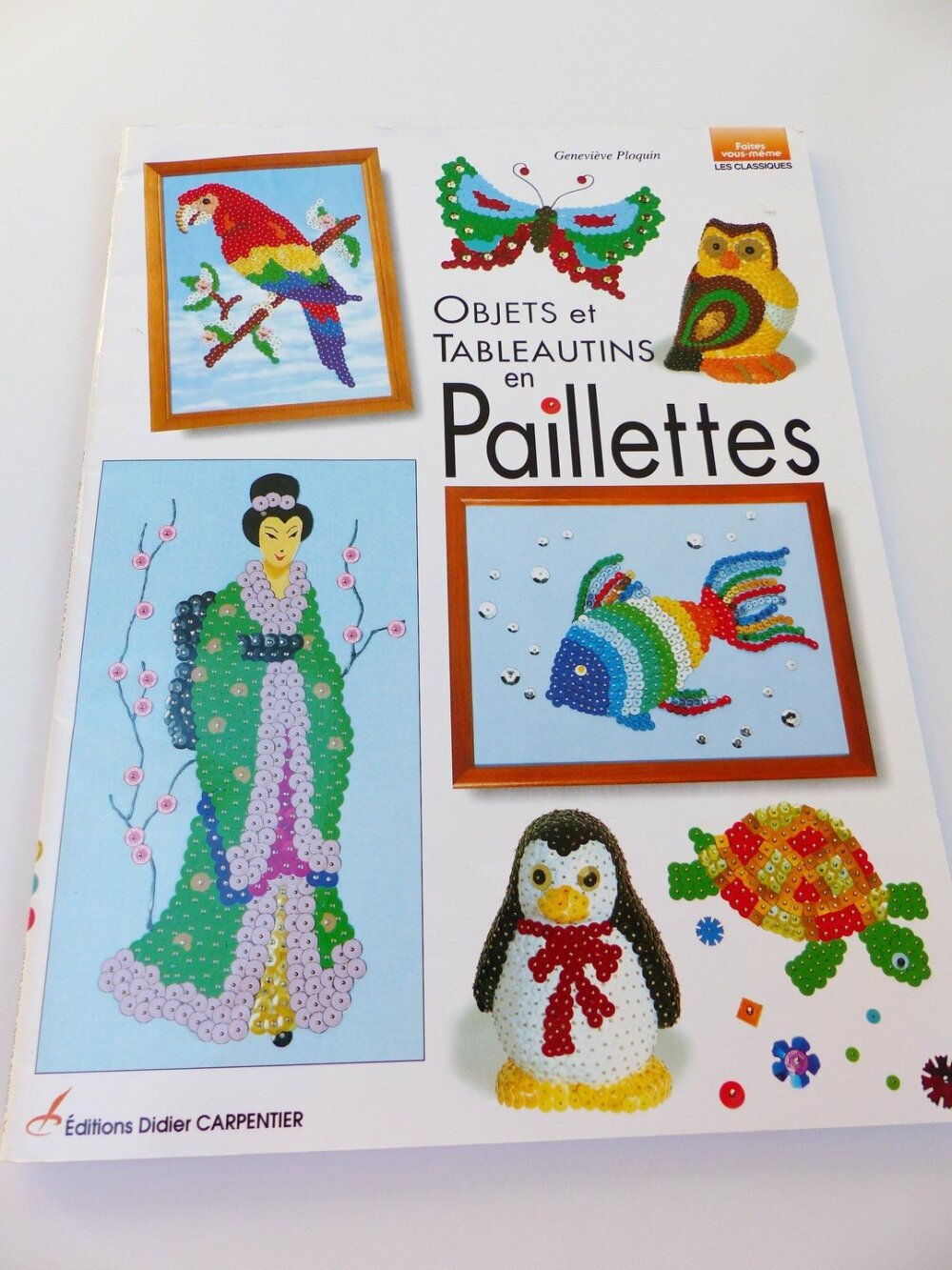 objet et tableautin en  paillette collées ou épinglés sur polystyrene