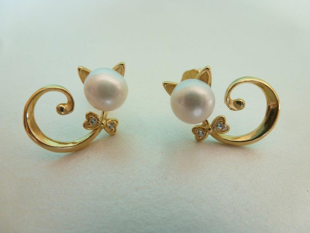 Puces d'oreille chat, argent 925 et perles de culture d'eau douce, coloris doré et ivoire nacré.