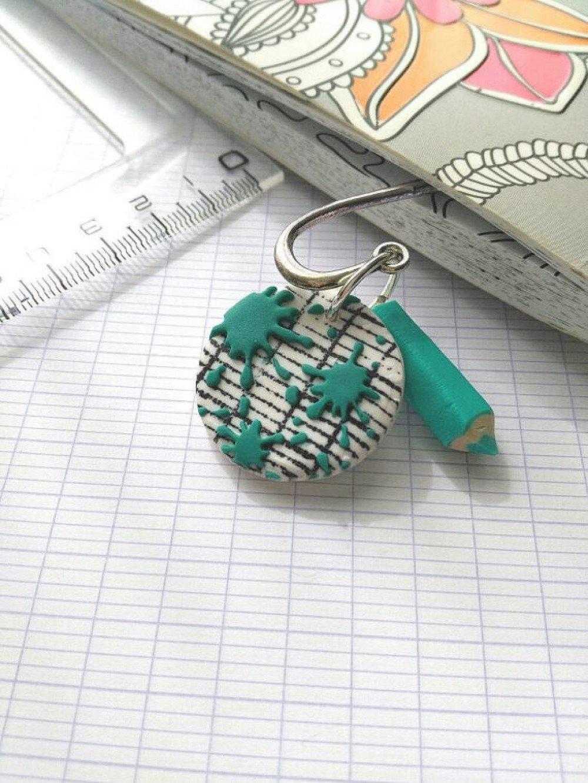 Marque page avec mini crayon de couleur pâte polymère fimo cadeau idéal pour institutrice Atsem école maternelle