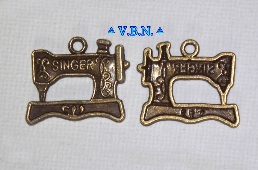 Charms Sewing Machine Lot de 4 breloques bronze Machine à coudre Singer