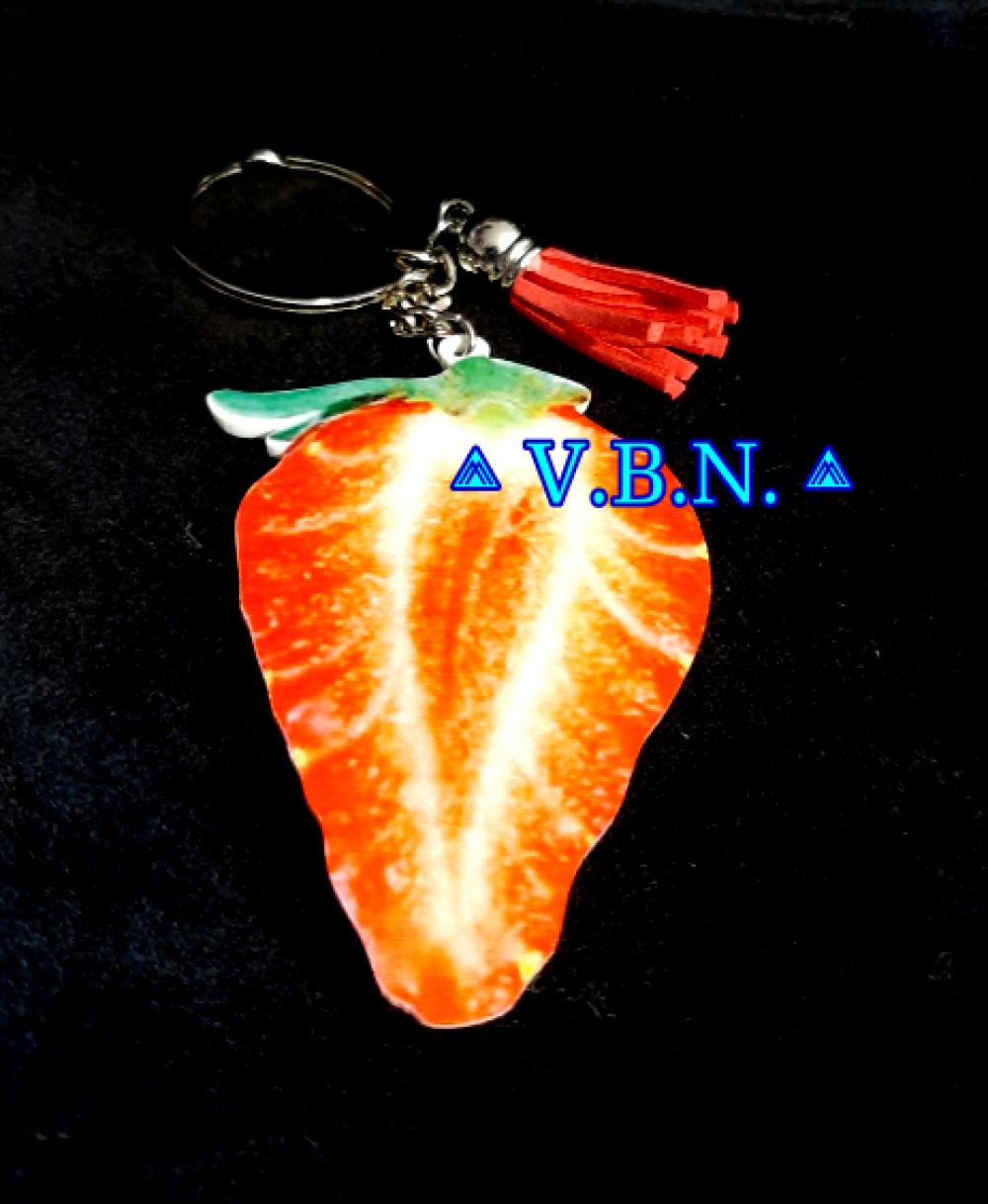 Porte clés fruit fraise avec pompon