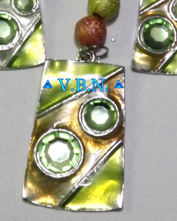 Parure pendentif et boucles d'oreilles rectangulaire vert avec breloque perles starbust 8mm