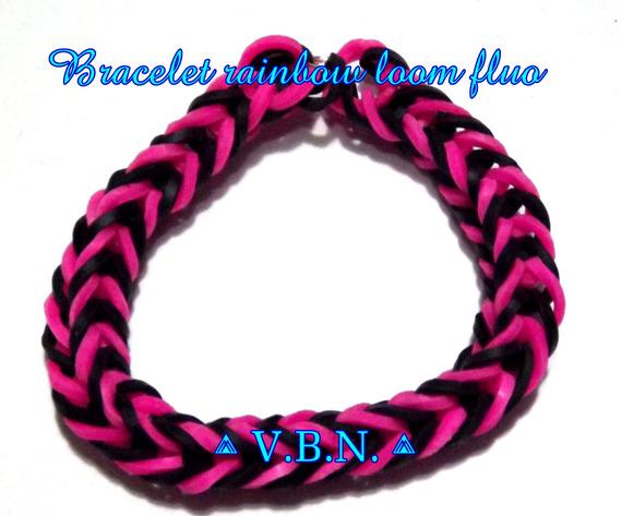 Bracelet fait avec des élastiques raimbow loom fait main noir et rose fluo