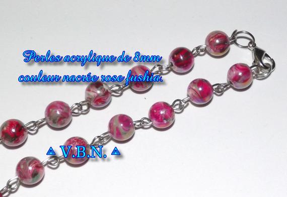 Boucles d'oreilles en perles acrylique nacree rose de 8mm de diam.