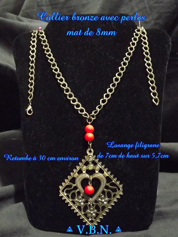 Boucles d'oreilles bronze avec grand pendentif losange coeur et perles mat de 8mm