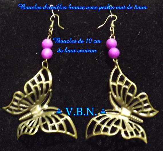 Boucles d'oreilles bronze avec grand pendentif papillon et perles mat de 8mm