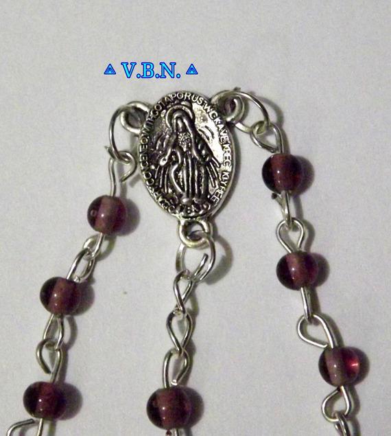 Chapelet Catholique en perles verre de 4mm couleur bordeau transparente
