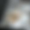 Collier sautoir  perles en nacre de couleur beige