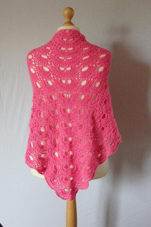 Châle couleur tendre au crochet, laine rose
