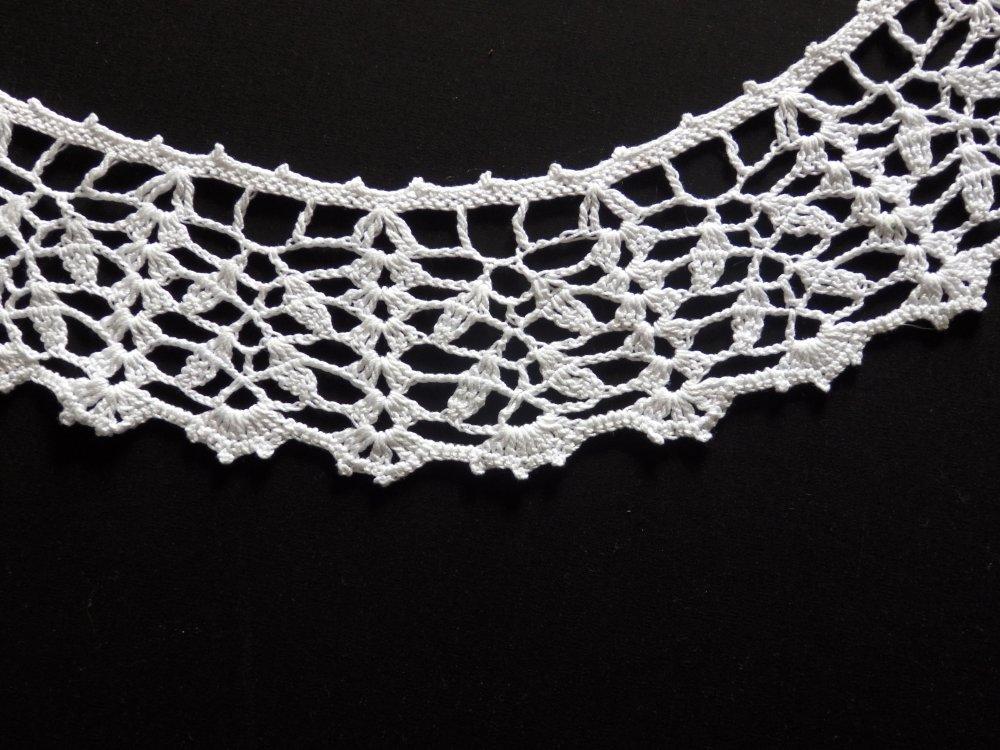 Col Rétro au Point Dentelle, Crochet, Coton blanc Bouton nacré