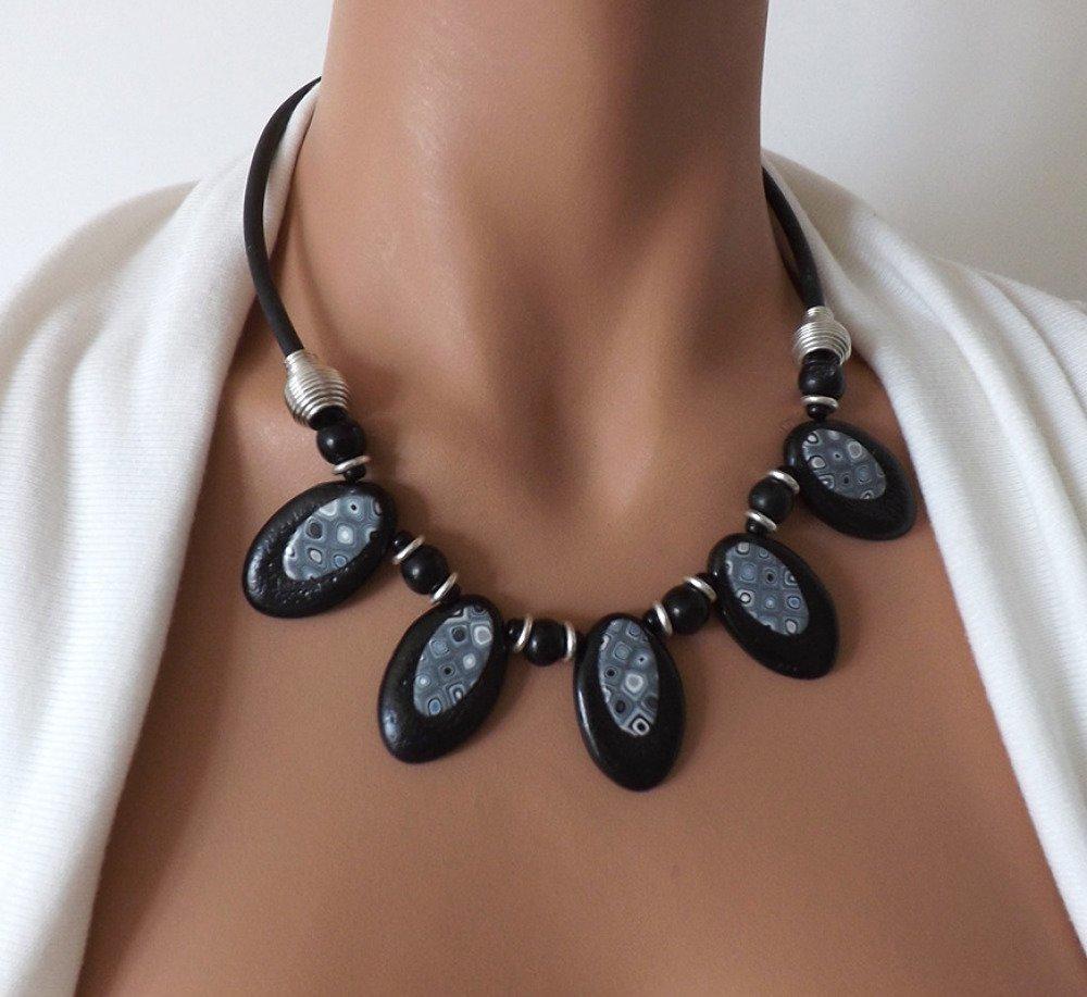 collier ras de cou femme noir