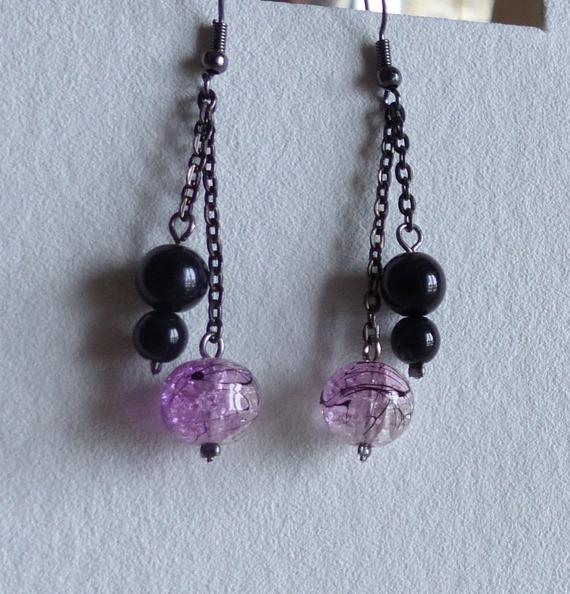 Boucles d'oreille sur chainette violet/mauve